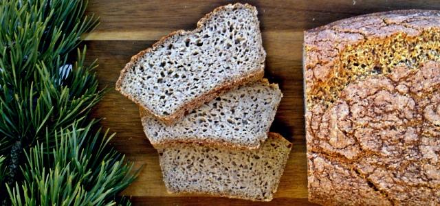 bezglutenowy, wegański chleb z kaszy gryczanej i jaglaneji