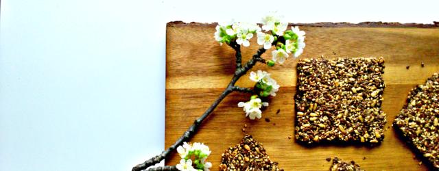 Fröknäcke - chrupki chleb z makiem i sezamem