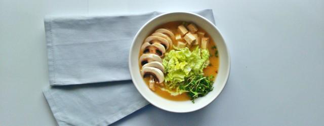 Wegańska i bezglutenowa zupa miso